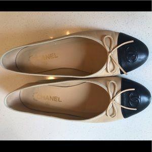 Chanel- beige and black lambskin ballerina flats